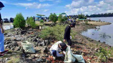 Peringati WCD 2021, Puluhan Relawan Geruduk Pantai Citra Lestari, Bersihkan Pantai dari Sampah